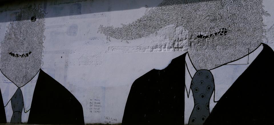 un morto / due presenze / due cravatte / due bocche / un occhio ( I AM A CLOUD, 2012)