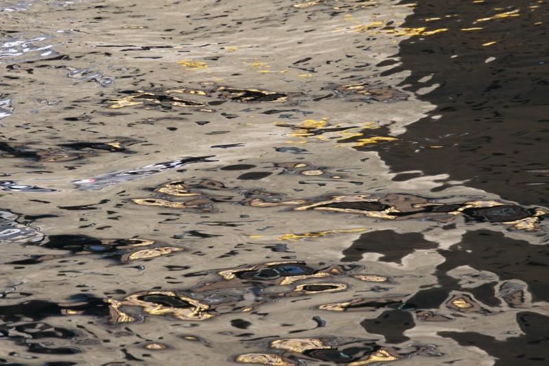 reflets dans l'eau, beige, or, argent
