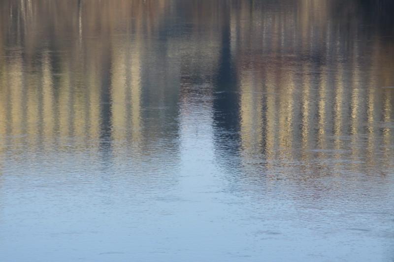 reflets de bâtiments dans l'eau de l'Aar