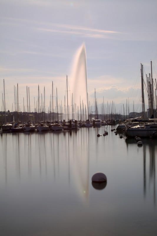 jet d'eau, pause longue de jour, reflet dans le lac